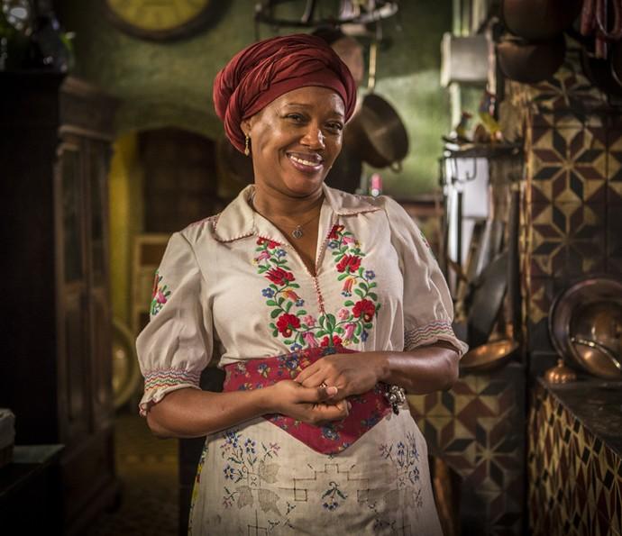 Doninha fica feliz da vida quando vê Maria Tereza de volta a fazenda (Foto: Inacio Moraes/Gshow)