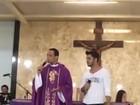 Veja Cristiano Araújo cantando pela última vez em sua paróquia