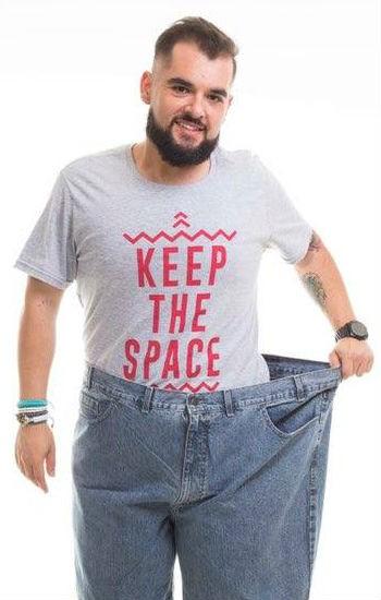 A calça passou do tamanho 72 para 48. (Foto: Arquivo Pessoal/Gustavo Victor)