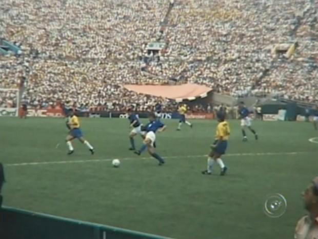 Carlinhos José assistiu a final de 1994 contra Itália, quando obteve o tetra mundial (Foto: Reprodução/ TV TEM)