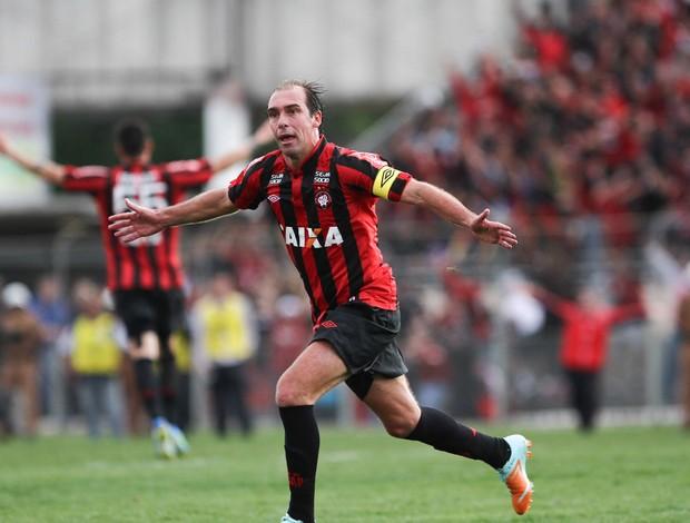 Paulo Baier gol Atlético-PR (Foto: Geraldo Bubniak / Ag. Estado)