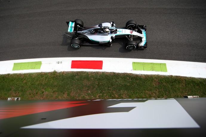 Lewis Hamilton em ação nos treinos livres para o GP da Itália (Foto: Getty Images)