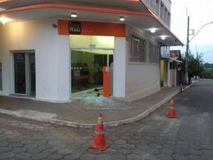 Agência foi arrombada no Centro de Moema (Foto: Polícia Militar/Divulgação)