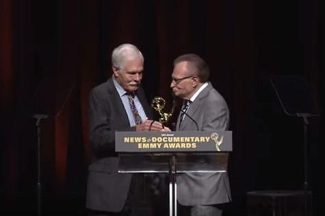 Ted Turner e Larry King no News & Documentary Emmy Awards (Foto: Reprodução)