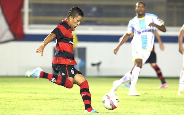 Nixon jogo Flamengo Macaé (Foto: Ag. Estado)