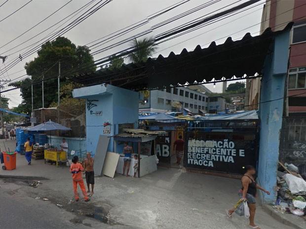 Entrada da antiga fábrica, já ocupada, em maio deste ano (Foto: Reprodução / Google Street View)