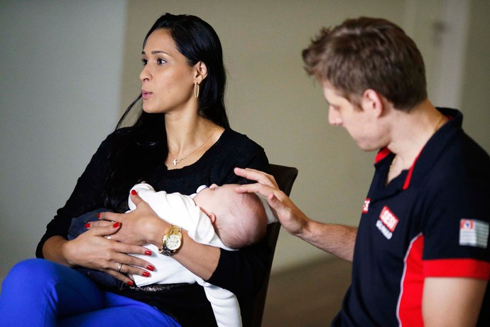 Jaqueline e Murilo com o filho Arthur (Foto: Marcos Ribolli)
