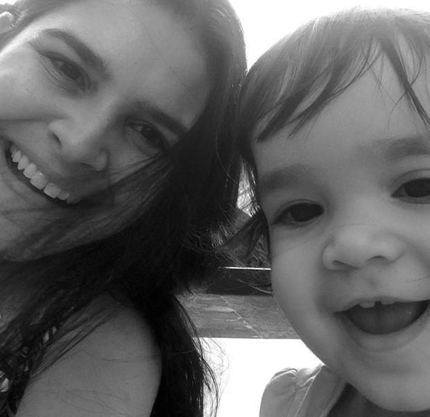 Luciana posa com a filha (Foto: Arquivo pessoal)