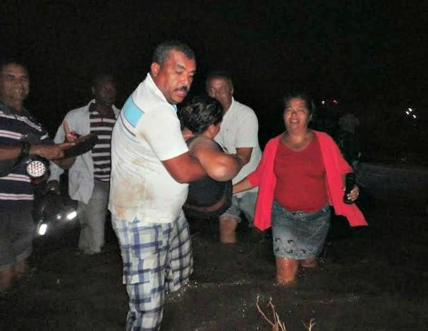 Vítima é socorrida após acidente (Foto: Gabriel Filliph / Sento Sé Notícias)