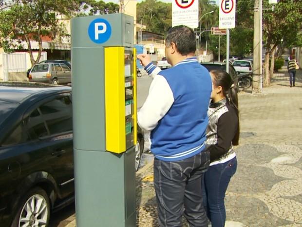 Moradores reclamam da Zona Azul em Poços de Caldas (Foto: Reprodução EPTV)