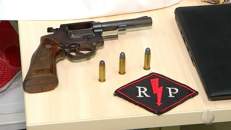 Uma arma foi apreendida com os adolescentes  (Foto: Reprodução/Inter TV Cabugi )