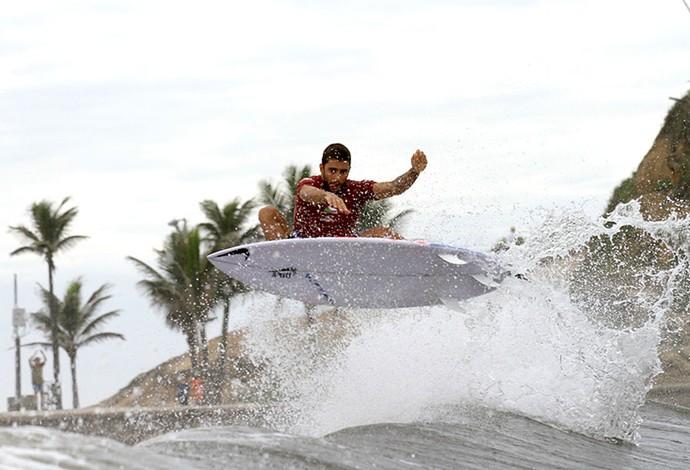 Surfe - Arpoador - atleta Pedro Scooby - RJ Rocky Man (Foto: Divulgação)