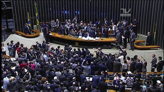 Pedido de impeachment da OAB repercute no Congresso