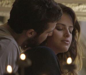 Giovanni e Camila se entregam à paixão (Foto: TV Globo)