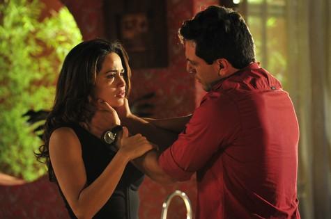 O ator está no ar atualmente como Théo, que sofre pelo amor de Morena (Nanda Costa) (Foto: TV Globo/Alex Carvalho)