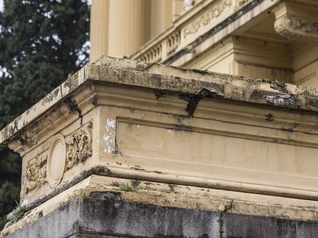 As obras de restauro, tanto da fachada como das partes internas, ainda estão em fase de licitação (Foto: Marcelo Brandt/G1)