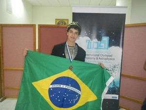 Allan e mais cinco estudantesrepresentaram o Brasil nas Olimpidas de astrofísica na Grécia (Foto: Arquivo pessoal / Allan Costa)