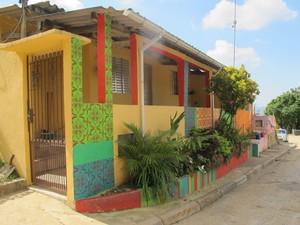 Moradores dizem que cores e formas alegram a comunidade (Foto: Anna Gabriela Ribeiro/G1)