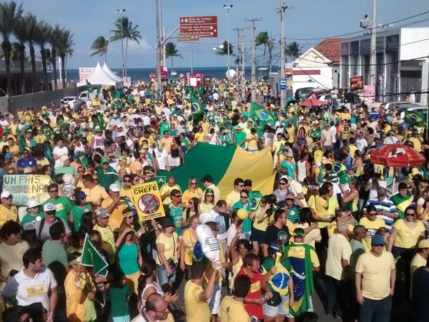 Manifestação acontece próximo ao Busto de Tamandaré, em João Pessoa (Foto: Caio Ismael/G1)