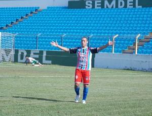 Gabriel, atacante do Balsas (MA), comemora gol contra Expressinho, no Estádio Nhozinho Santos (Foto: Bruno Alves/Globoesporte.com)