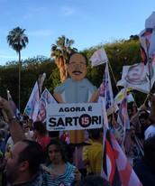 Militantes festejam vitória de Sartori (Tomás Hammes/G1)