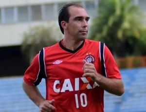 Paulo Baier, meio-campo do Atlético-PR (Foto: Site oficial do Atlético-PR/Divulgação)
