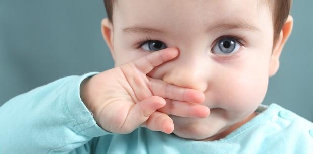 Nariz de bebê que escorre direto: é normal?