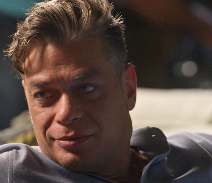 Arthur vai contar a novidade para Eliza (Foto: TV Globo)