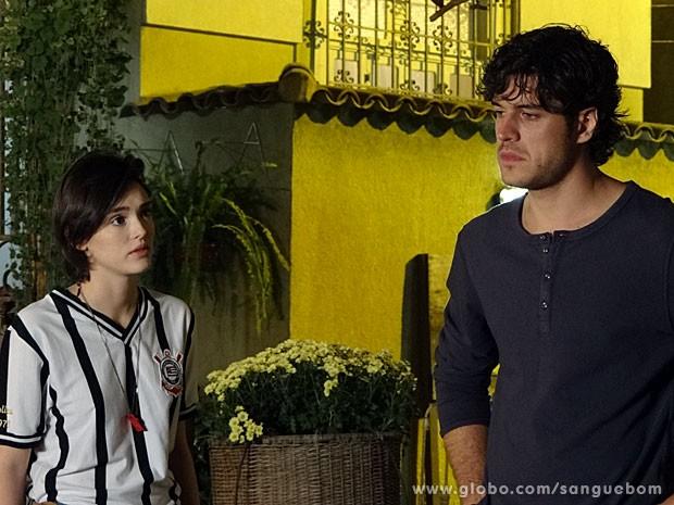 Giane tenta se declarar para Bento, mas...  (Foto: Sangue Bom / TV Globo)