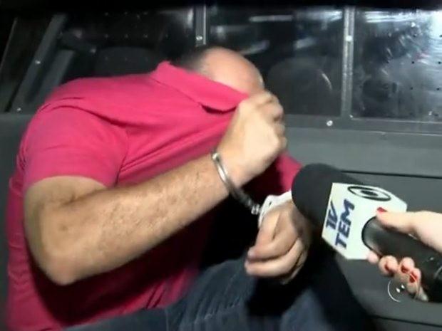 Suposto falso médico é detido durante atendimento em Adolfo (Foto: Reprodução/TV TEM)