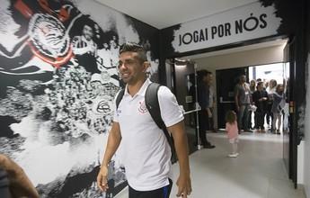 """Guilherme veste a """"falsa camisa nove"""" no Corinthians; Gustavo fica mais perto"""