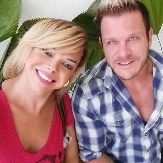Léo Aquilla com o noivo, Chico Campadello (Foto: Reprodução/Instagram)
