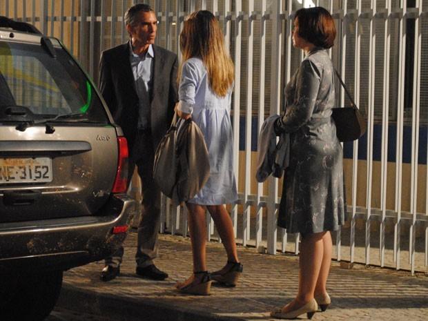 Pai decide mandar Fatinha para internato (Foto: Divulgação/TV Globo)