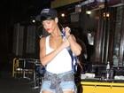 Rihanna usa brincos enormes para ir a restaurante