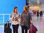 Kelly Key embarca com a filha em aeroporto no Rio