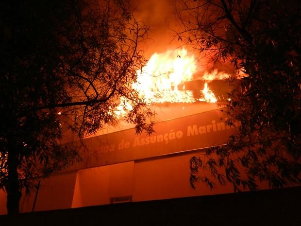 Incêndio destrói escola em Três Lagoas (Foto: Celso Daniel/Rádio Caçula)