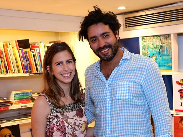 Maria Proenca e Hedi Ferjani e Gonzalez em livraria no Leblon, Zona Sul do Rio (Foto: Murillo Tinoco/ Divulgação)