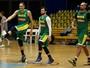 Lesão na lombar tira Varejão da Olimpíada (Paulo Whitaker/Reuters)