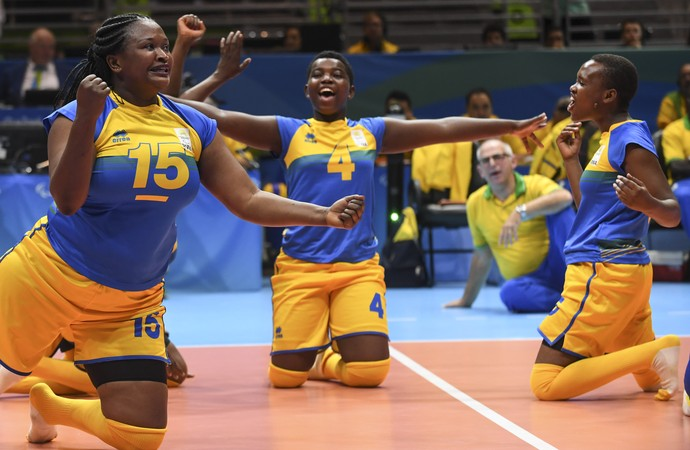 Ruanda time feminino de vôlei sentado (Foto: AFP)