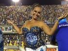 Aos 58 anos, Solange Couto curte carnaval com top e microshort