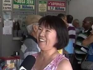 Dona da lotérica diz que movimento aumentou 50% (Foto: Reprodução/TV TEM)