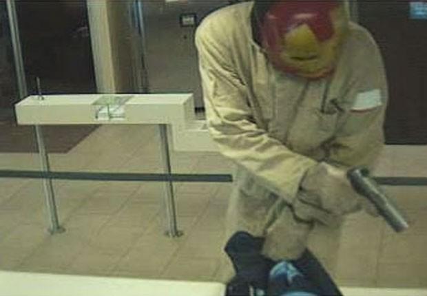 'Homem de Ferro' entrou em banco na Flórida armado com uma pistola (Foto: Divulgação/Flagler County Sheriff's Office)