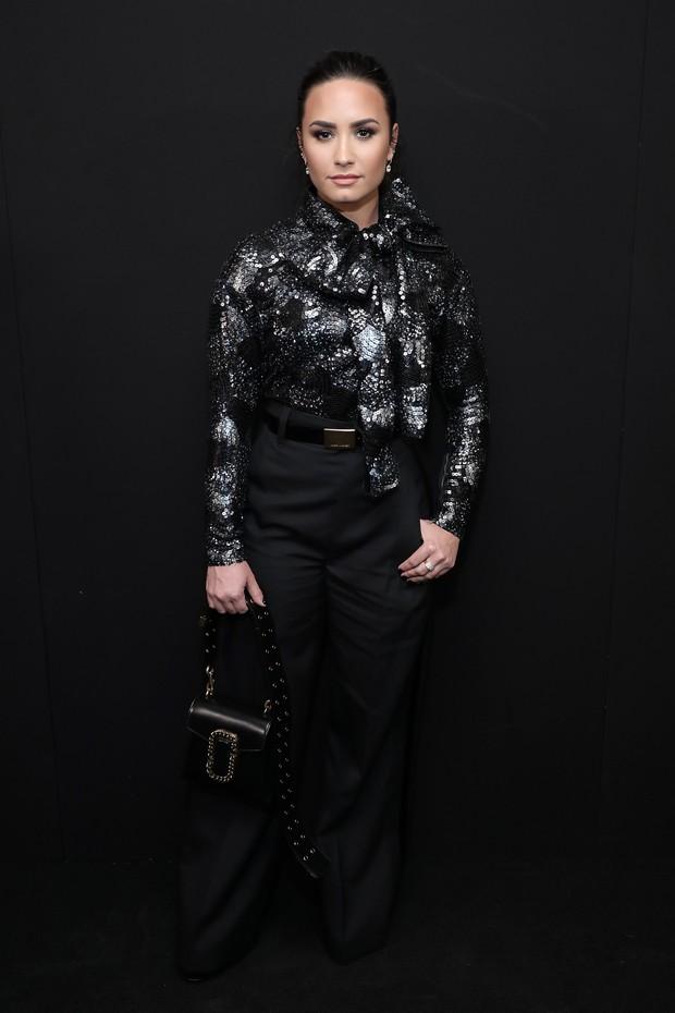 Demi Lovato em desfile na semana de moda de Nova York, nos Estados Unidos (Foto: Neilson Barnard/ Getty Images/ AFP)