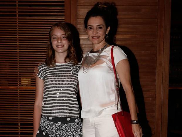 Gisele Fróes chegou acompanhada da filha (Foto: Inácio Moraes/Gshow)