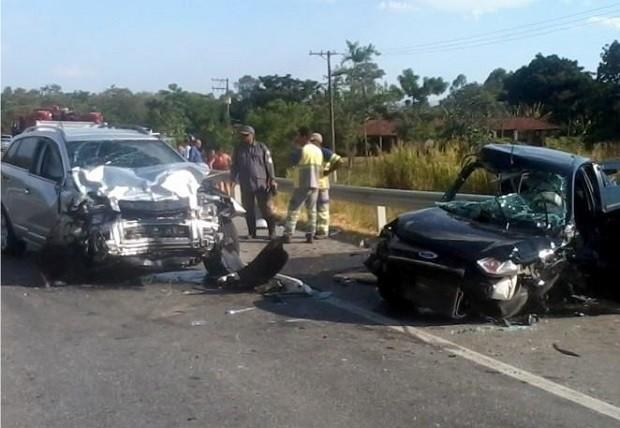 Acidente matou quatro pessoas e feriu duas em Taubaté (Foto: Douglas Castilho/Quiririm News)