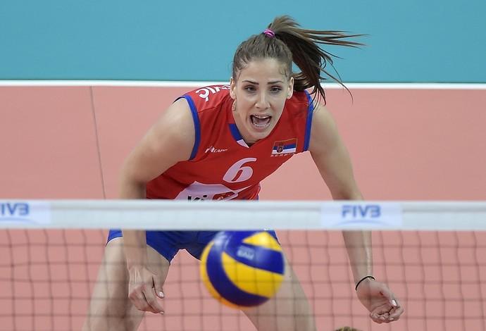 Tijana Malesevic em ação pela seleção sérvia no Grand Prix, em 2016 (Foto: Alexandre Loureiro)