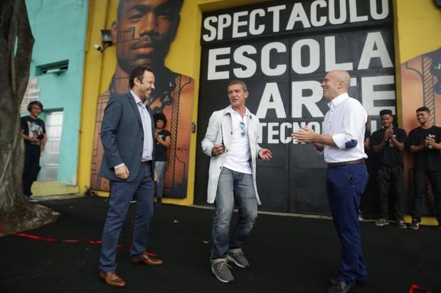 Antonio Banderas visita ONG (Foto: Francisco Silva/ Ag. News)