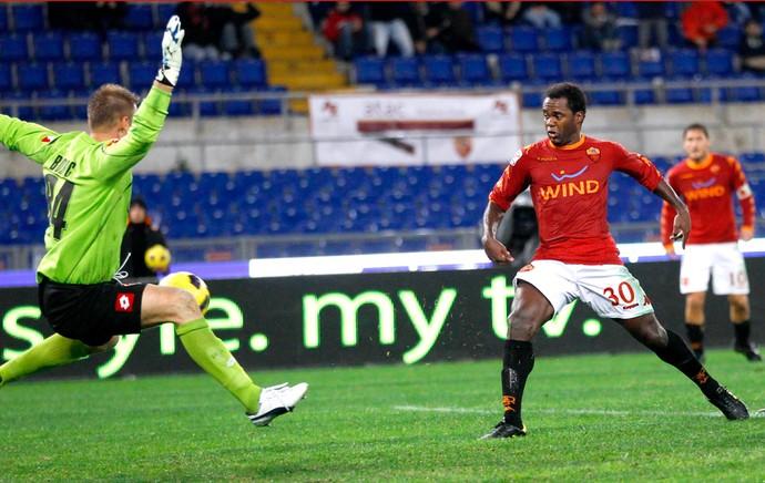 Fabio Simplício marca gol do roma sobre a fiorentina (Foto: Reuters)