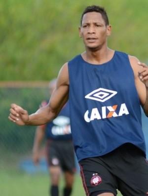 Marcão, atacante do Atlético-PR, no treino (Foto: Site oficial do Atlético-PR/Gustavo Oliveira)