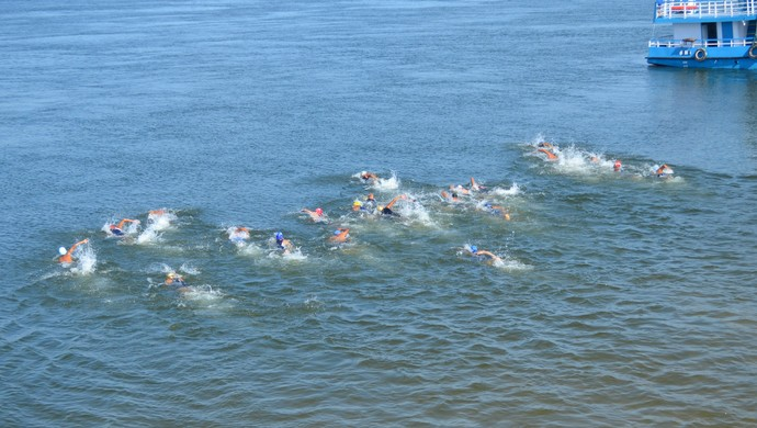 Triathlon Tapajós 2014: natação (Foto: Michael Douglas/GloboEsporte.com)